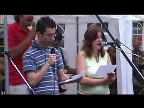 Xander zingt Brabant en Joep speelt Basgitaar