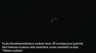 Tuulivoimala yöllä. (Tanskalaiset jouluvalot)