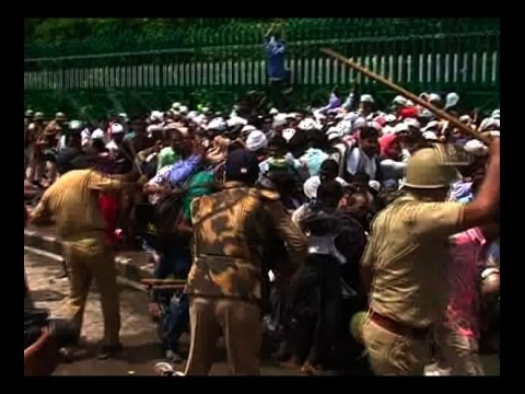 Lucknow protest: BP Ed degree holders try to Gherao Vidhan Sabha, police uses lathicharge