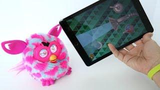 Gambar cover TotoyKids jugando y Divirtiéndose con Dudú el Furby Boom que usa un iPad!!!