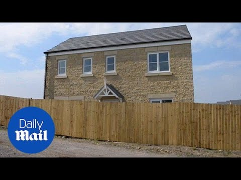 Couple's newly bought dream home wrecked by six foot fence - Daily Mail