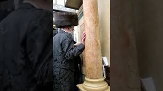 Viznitz Beit Shemesh Rebbe Davening At Kever Rashbi In Meron - Nissan 5781