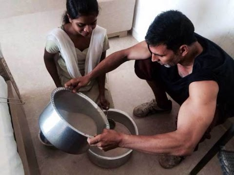 Here's How Akshay Kumar Celebrated Holi With Family