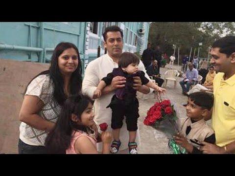 Salman Khan Poses With Kids On Prem Ratan Dhan Payo Sets
