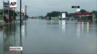 Работают техасские спасатели во время урагана Харви