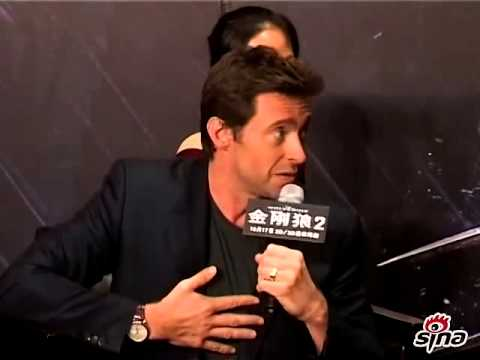 "Hugh Jackman shows off his Chinese during ""Wolverin"" premiere"
