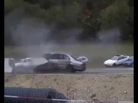 accident-de-voiture-a-200-km/h-.....-mort-certaine