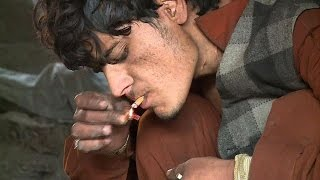 Afghan runaways fight heroin addiction in Pakistan