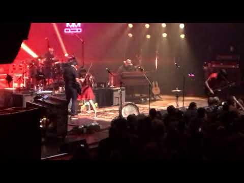 """Avett Brothers """"Kick Drum Heart"""" & """"Geraldine"""" Chicago Theatre 11.11.17 Night 3"""