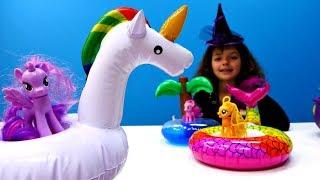Литл Пони купаются в бассейне. Игрушки Пони - Мультики для девочек