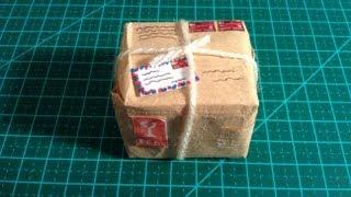 diy como fazer uma mini caixa de encomenda para bonecas