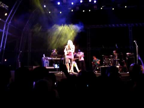"Colbie Caillat ""Tied Down"" live in Gaia"