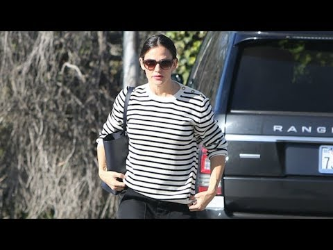 Jennifer Garner Attends Church Amid News She's Back With J.J. Abrams!