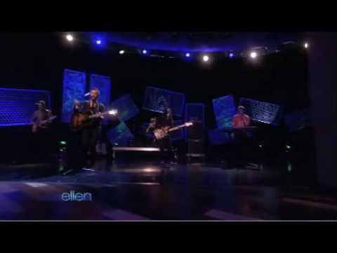 """Kris Allen performs """"Live Like We Are Dying"""" on Ellen (24-11-09)"""