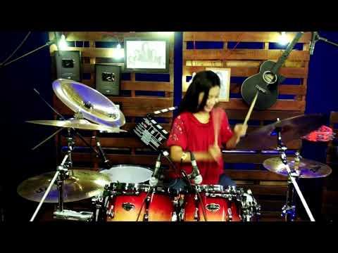Kerennnn.. Drumer Cantik ini mengcover lagu dj aisyah vs akimilaku