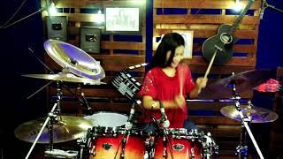 Kerennnn Drumer Cantik ini mengcover lagu dj aisyah vs akimilaku