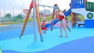 видео Недорогое покрытие для детских площадок в Москве и области.