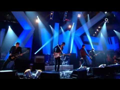 Kasabian Club Foot Live Jools Holland 2006 HQ with lyrics