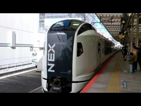 横浜駅を発車する成田エクスプレス Narita Express Yokohama Station departure.