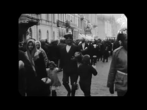 July 1914 - Street Scene in St. Petersburg, Russia (speed corrected w/ added sound)