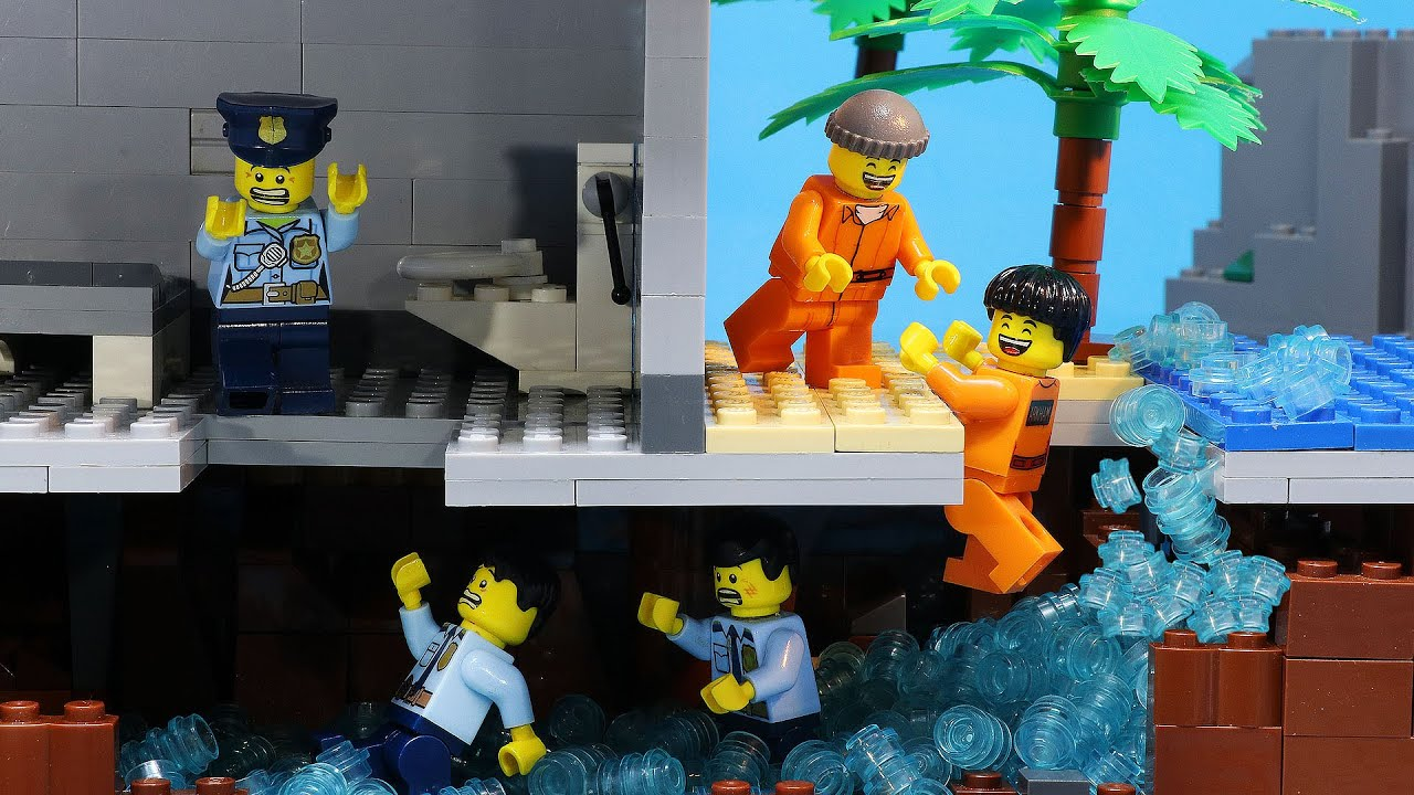 Lego Prison Break: Police Trapped in Tunnel Full of Water (Lego Stop Motion)