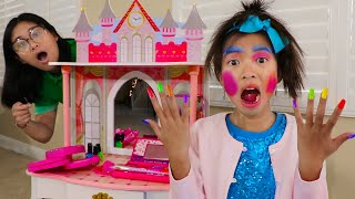 Wendy Pretend Play con Maquillajes de Juguetes | Se Maquilla con Makeup Toys for Kids