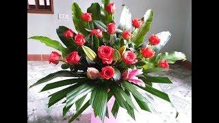 Cắm hoa-Cắm bát hoa hồng xen hoa ly để bàn đẹp rực rỡ