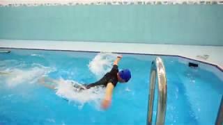 Плавание с резинкой в бассейне(очень сложно)