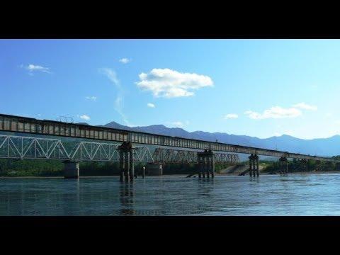 Обрушение Витимского моста попало на видео. Мост смыло ледоходом