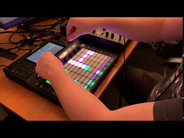 Akai Force - Raw Live Techno with samples from the Novation Supernova 2
