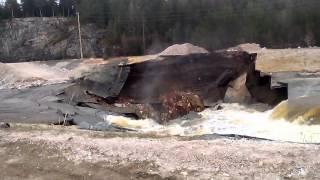 Река ушла под землю. Обвал в Североуральске