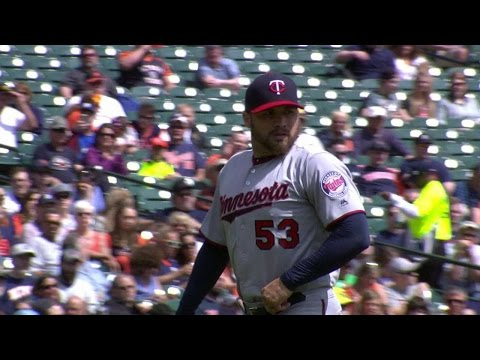 MIN@DET: Dozier begins a 4-6-3 double play