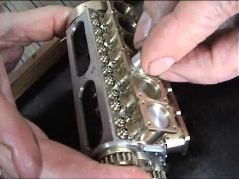 Vídeo de la construcción del motor de coche más pequeño del mundo