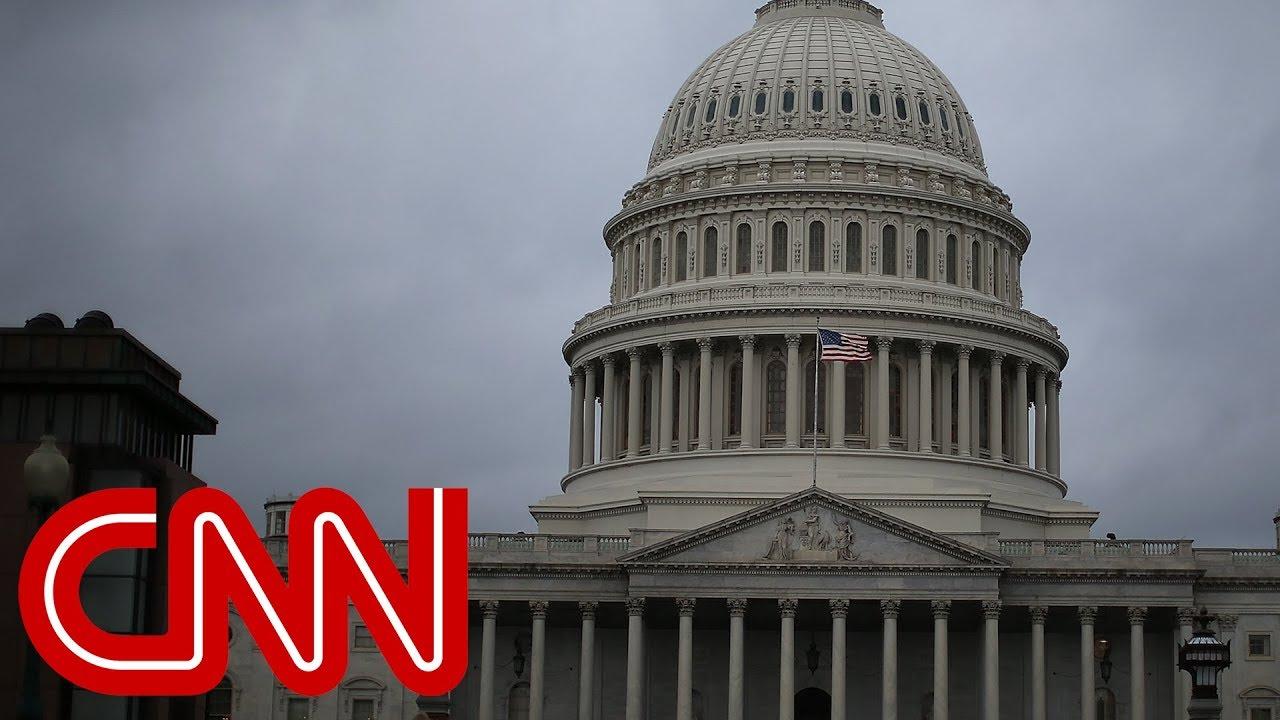 CNN poll: Democrats maintain a strong 2018 lead