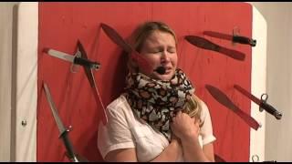 Carolin traut sich: Messerwerfer