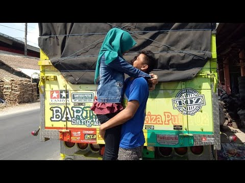 Romansa RomanTika SupirTruck Supir Oppa Muda Sam Pii & Lady Truck Rossi Mp3