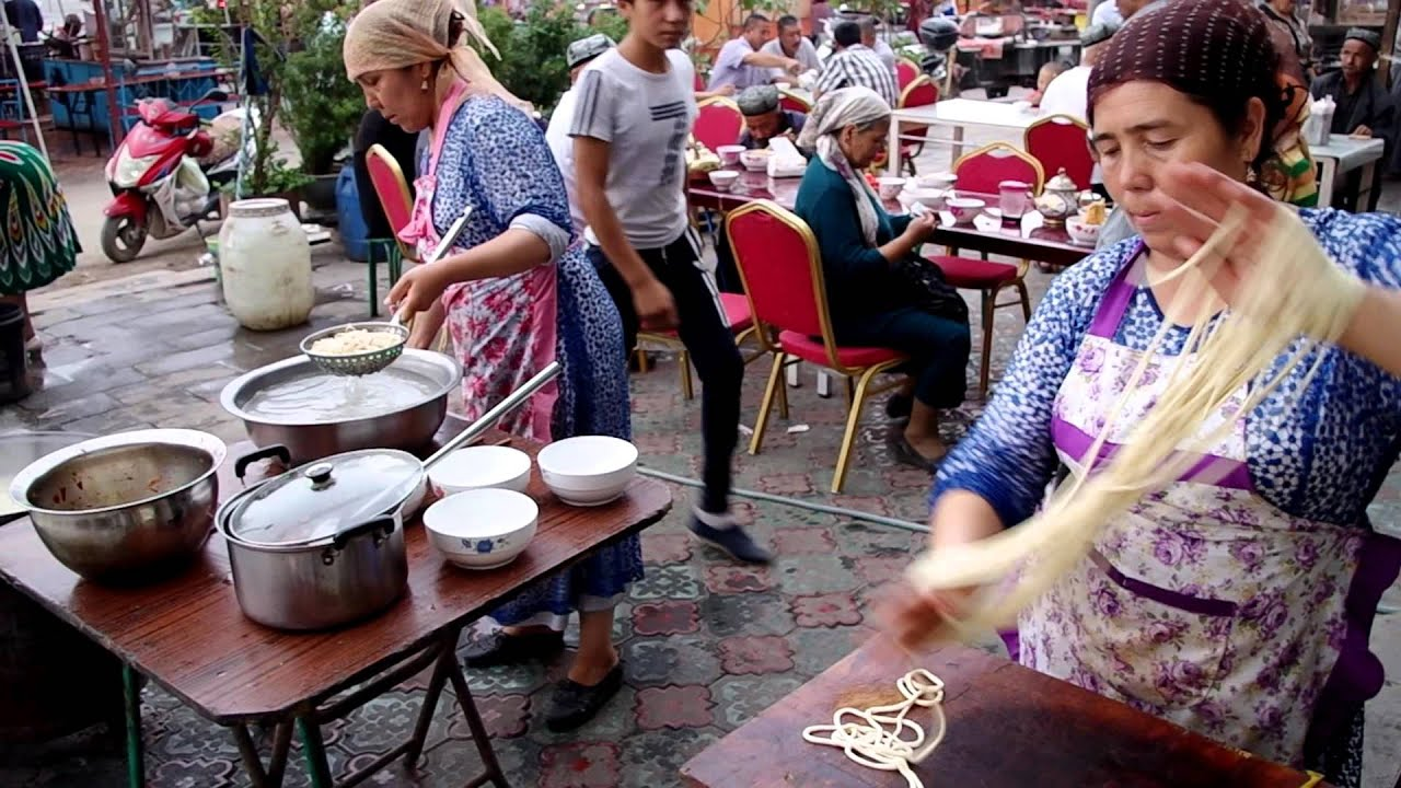 Making Pulled Noodles in Kuche, Xinjiang, China - YouTube