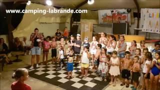 Camping La Brande Ile d'Oleron final du spectacle des loubinats 2016