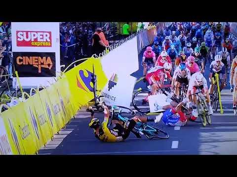 Terrible caída de ciclistas en el Tour de Polonia