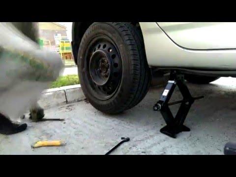 Замена тормозных колодок Toyota Corolla e120