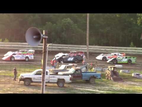Hummingbird Speedway (6-17-17): BWP Bats Late Model Heat Race #2
