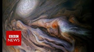 Dive over Jupiter's cloud-tops with Nasa's Juno craft - BBC News