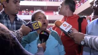 Ciudadanos indignados protestaron mientras hacían cola en CC El Valle