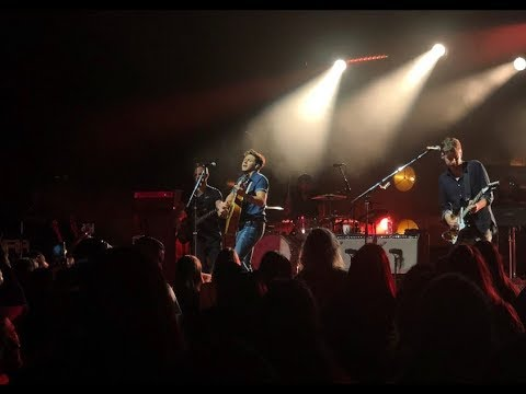 Niall Horan performs On My Own LIVE in Los Angeles 2018