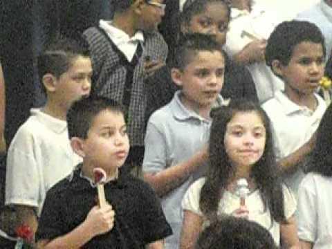 tony cantando en anderson elementary school
