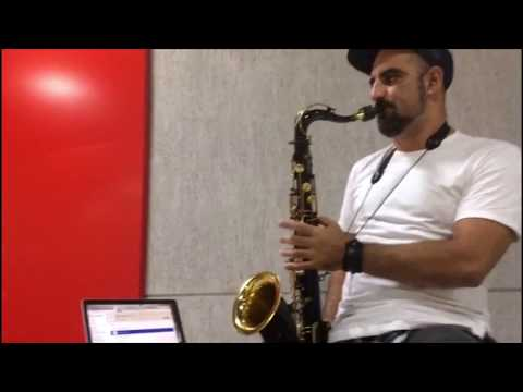 Franklin Saxofonista. Sax Lounge no almoço do Shoping Salvador Trade Center.