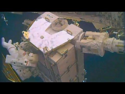 Timelapse US Spacewalk 39 - Expedition 50 EVA x16