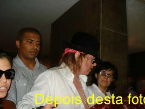 Axl Rose atendendo aos fãs em copacabana  dia 05/04/2010