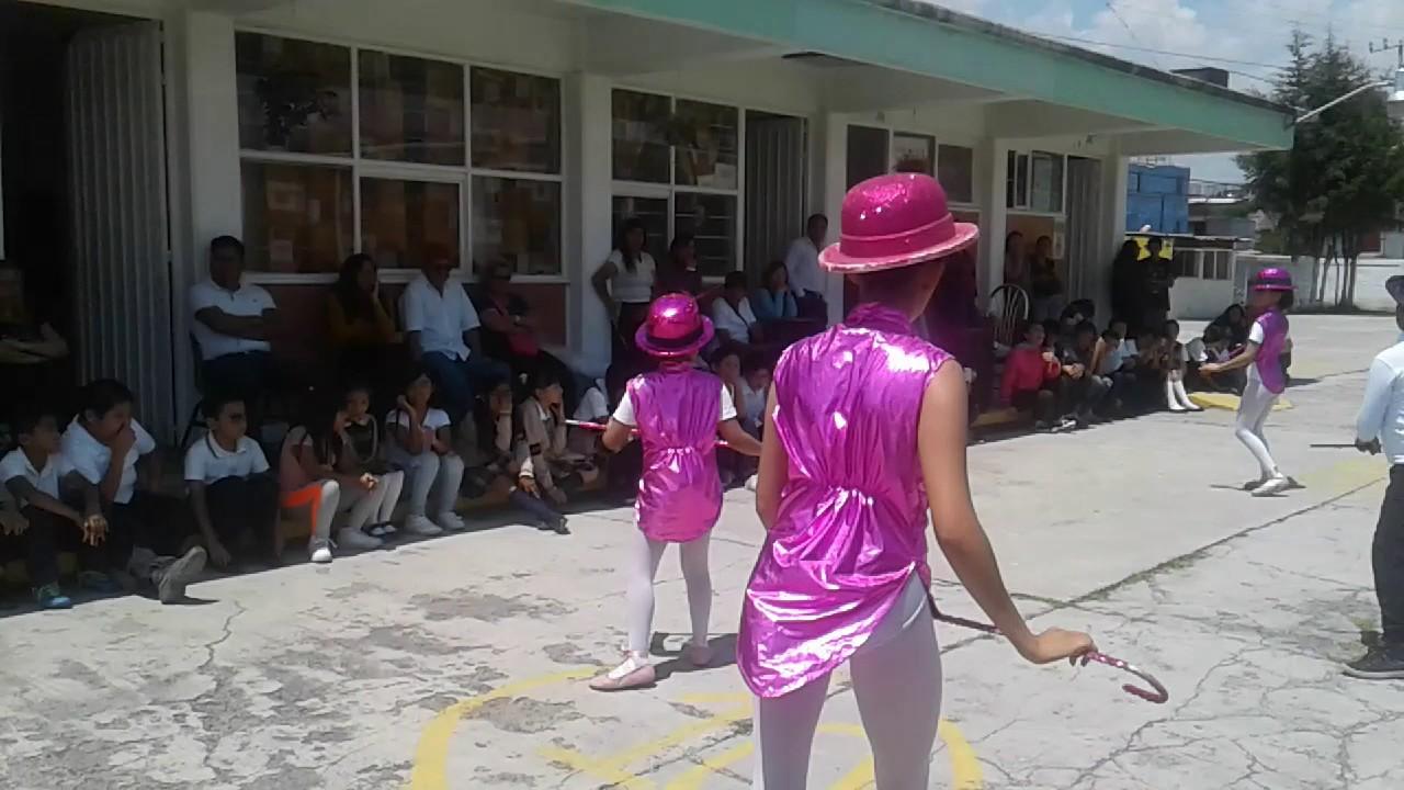 jailbait girls bathing suit falls off