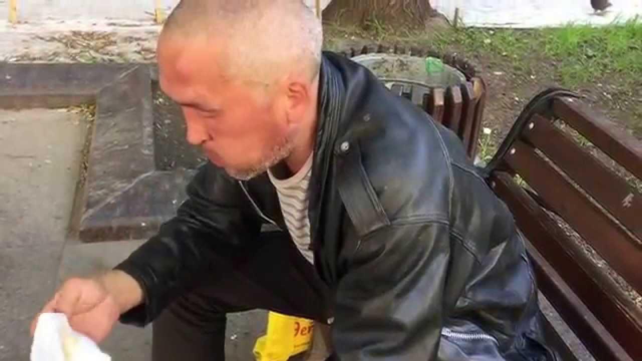 Секс с бездомными бабами в подъездах 9 фотография